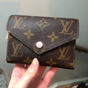 Louis Vuitton Victorine wallet in rose ballerine